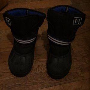 Kids Winter Boots 🥾 In Good Used Condition